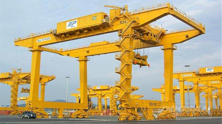 Doosan to supply 12 transfer cranes to Busan New Port