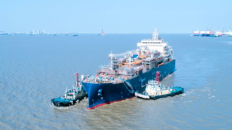 Total charters its first two LNG propelled tankers