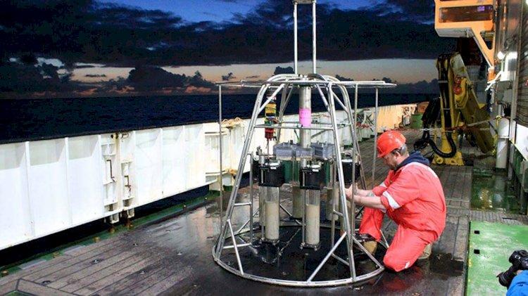 Scientists investigate presence of ancient deep-sea microplastics