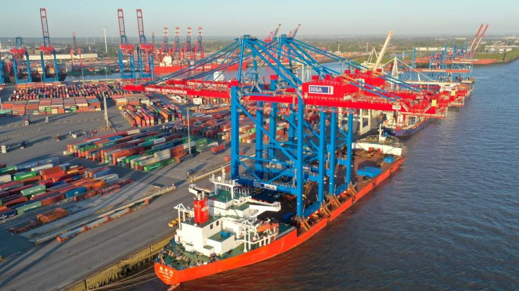 HHLA provides mega-ship berth for the Port of Hamburg