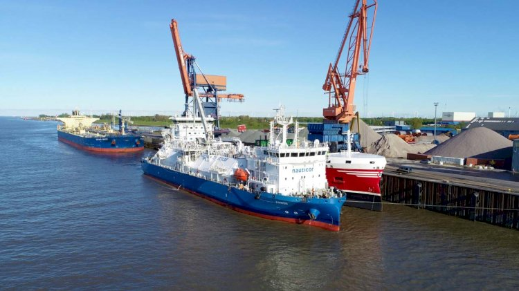 First STS LNG bunkering operation for a product tanker in Germany