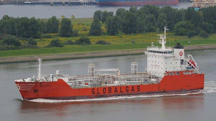 Fifteen seafarers abandoned on tanker in Manila Bay