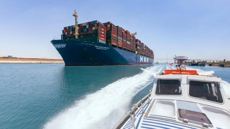 World's largest container vessel passed through the Suez Canal