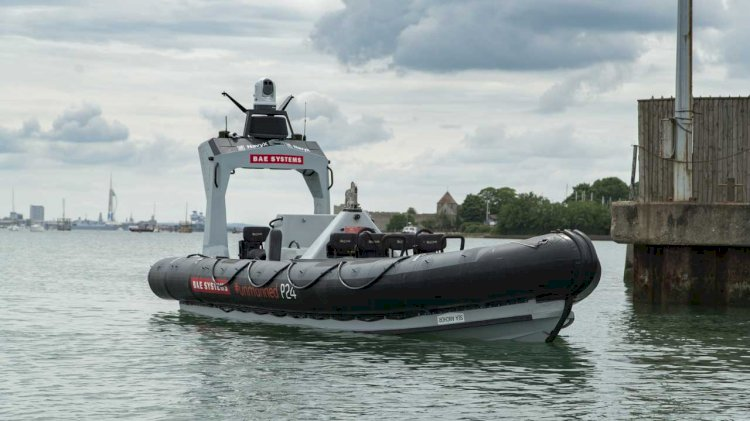 "Royal Navy launches ""smart boat"""