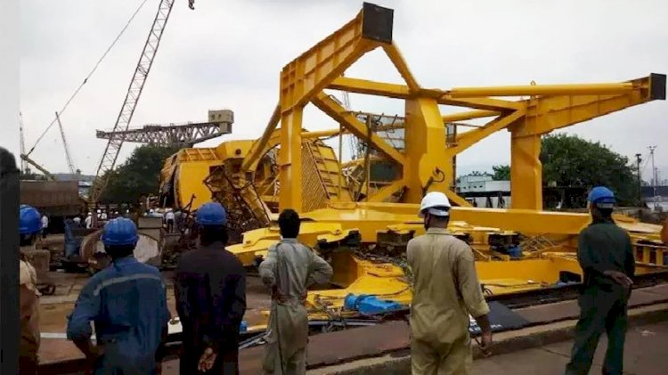 VIDEO: 11 workers crushed to death after crane collapses at Hindustan Shipyard