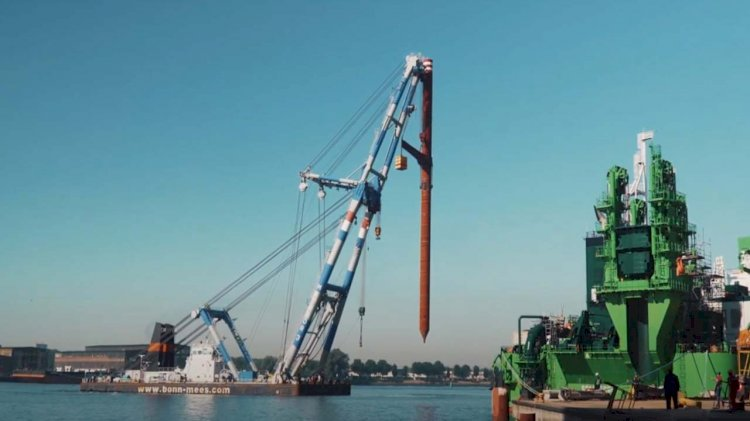 VIDEO: Installation of spuds on the world's largest cutter suction dredger
