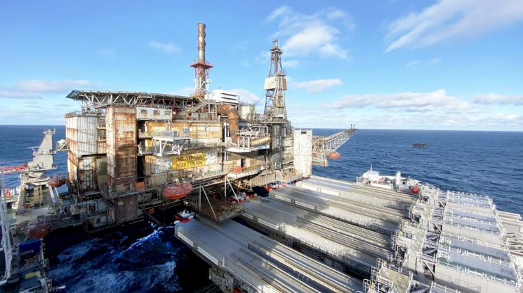 Allseas removes another ageing North Sea giant