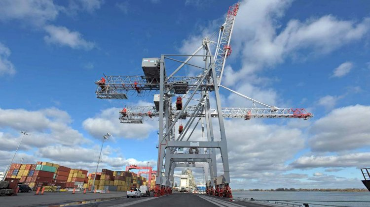 Two new cranes offloaded at the Port of Montreal