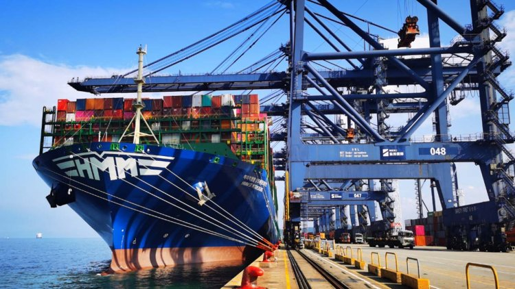 HMM: Twelve 24,000 TEU ships fully laden with containers
