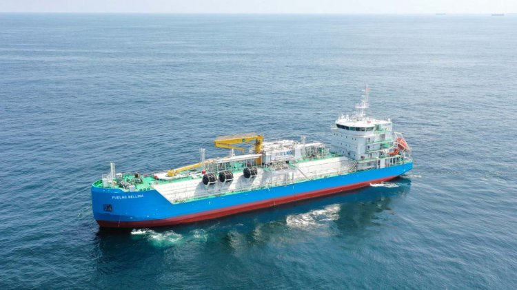 Keppel delivers Singapore's first LNG bunkering vessel