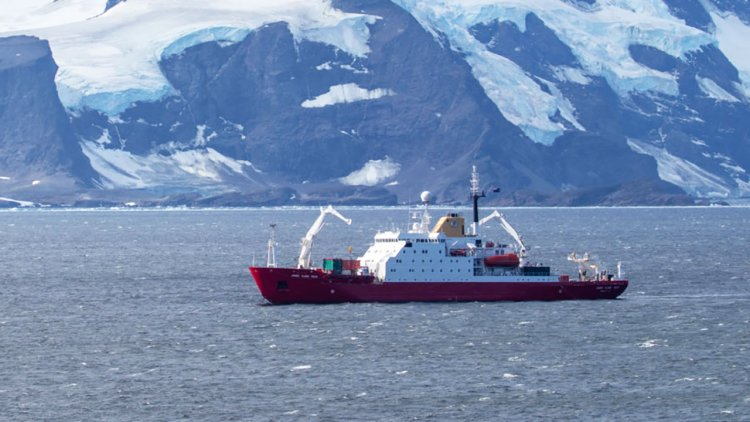 RRS James Clark Ross departs Antarctica for the final time