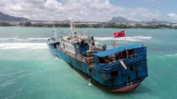 Ship runs aground off Mauritius with fuel aboard