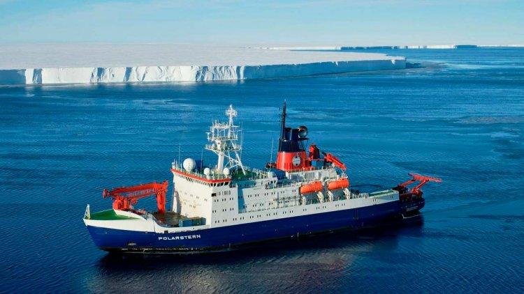 Polarstern expedition investigates massive calved iceberg