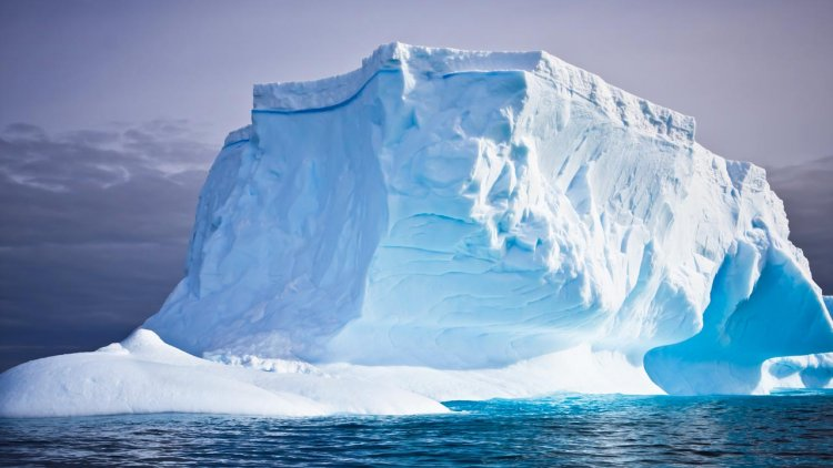 Antarctic ice shelf risks collapse due to warm mountain winds