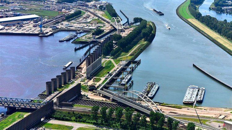 EU awards nearly € 25 million in funding to 'green port project' Rotterdam
