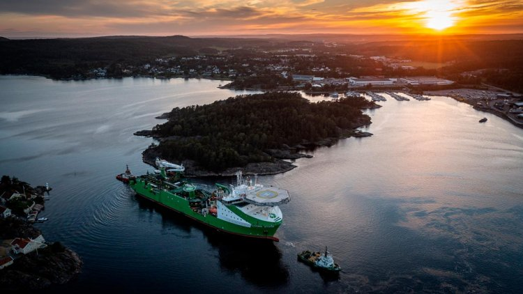 DEME Offshore successfully installs DolWin6 HVDC cable with 'Living Stone'