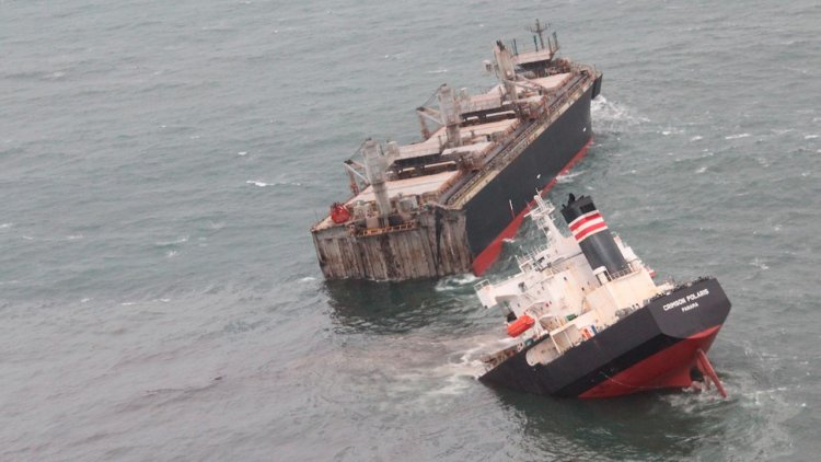 Crimson Polaris grounded and split in two off Japanese port