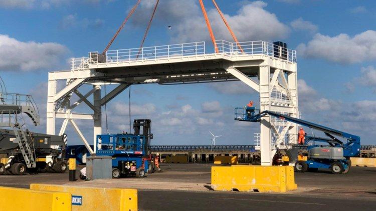 Houlder designs and installs telecoms deck for Global Marine