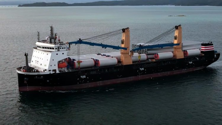 New heavy-lift vessel Katori enters Nanao Port for first time