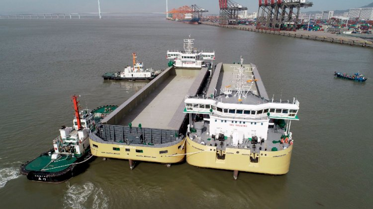 SCHOTTEL has supplied propelled barges and floating cranes for Hassyan PP