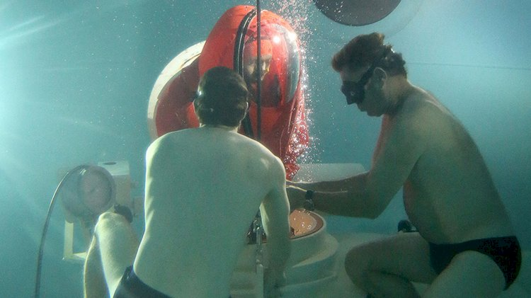 JFD and Aquacentrum Den Helder to provide submarine escape training
