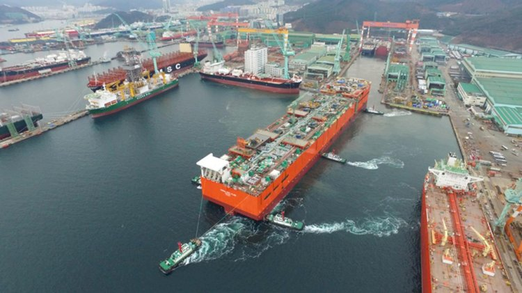 Eni and the Area 4 partners launch the hull of Coral Sul FLNG