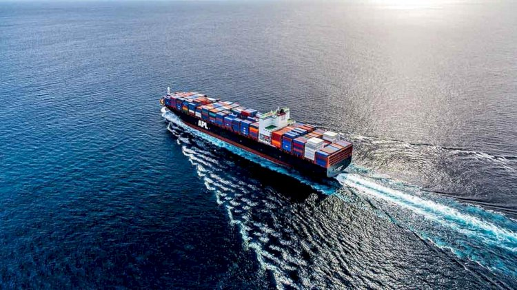 Giant APL Esplanade sets a record as the largest container ship to dock in Guayaquil
