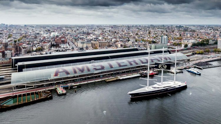 Port of Amsterdam uses floating battery as clean energy source